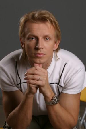 Сколько лет Антону Комолову